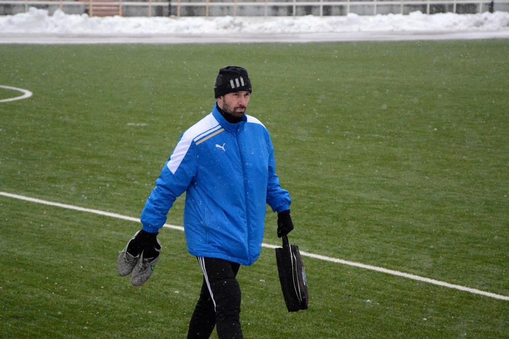 Виталий Яковлев остался в этом матче на скамейке.
