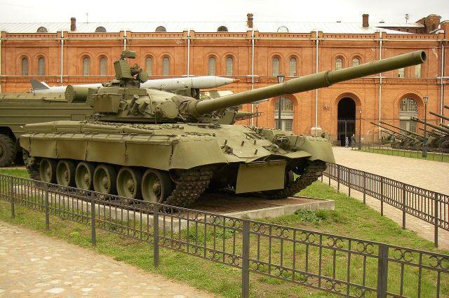 Танк Т-80 - надежен и очень быстр.