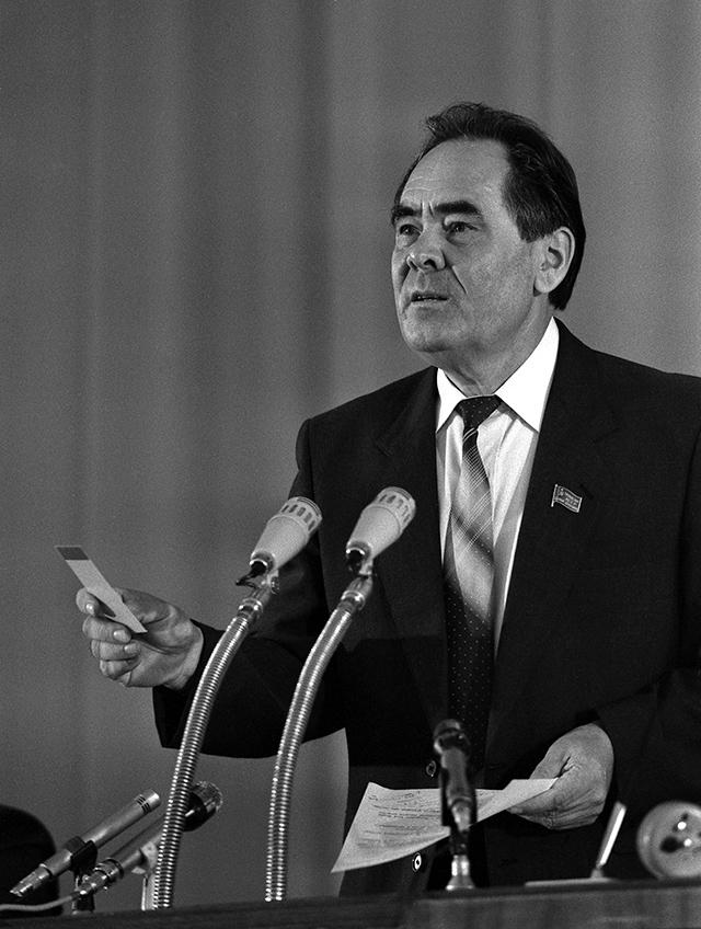 Минтимер Шаймиев в День принятия Декларации о государственном суверенитете Татарстана. 30 августа 1990 г.