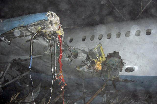 Самолет Ту-204 авиакомпании «Авиастар» (борт RA-64011) потерял высоту исовершил жесткую посадку недолетев 1км довзлетно-посадочной полосы аэропорта «Домодедово».