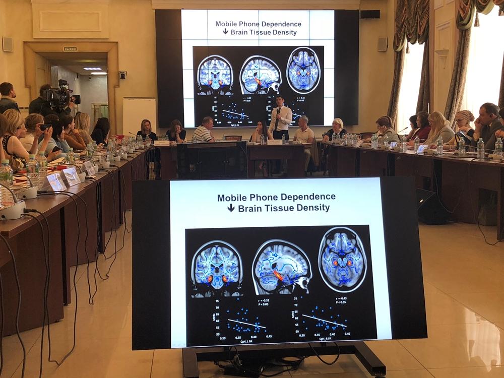На заседании состоялся большой разговор учёных, педагогов и представителей общественности о том, как сохранить здоровье детей, уберечь их от экранной зависимости.