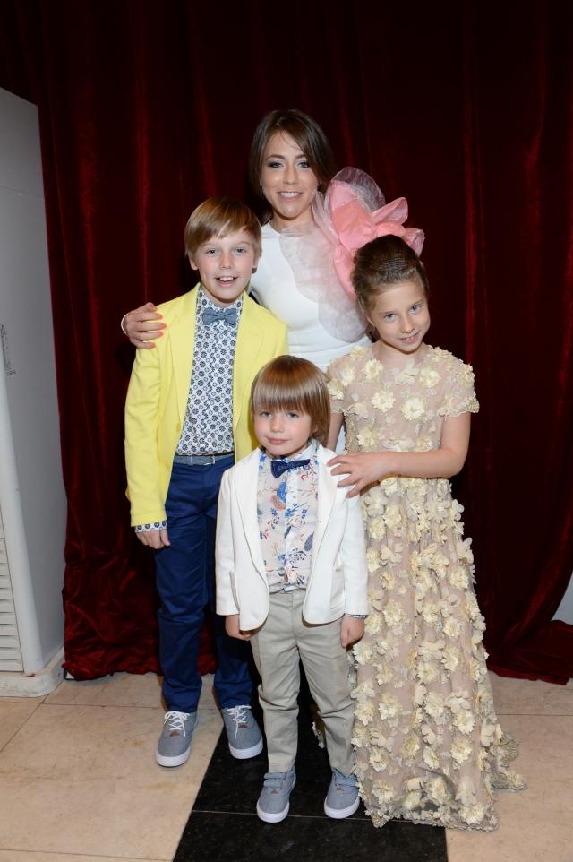 Юлия сама воспитывает троих детей.