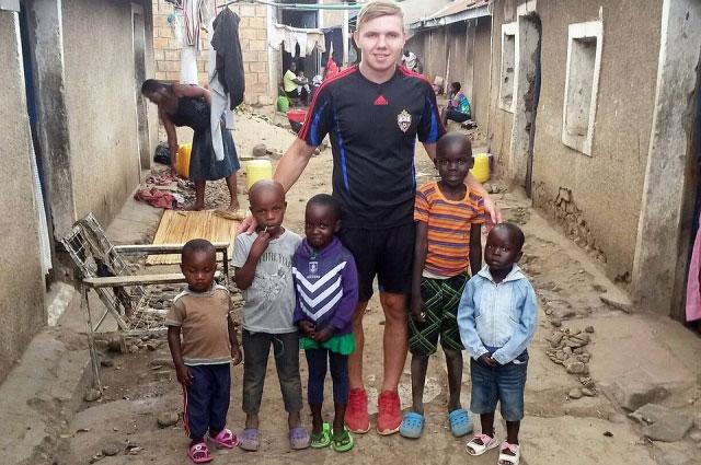Кирилл живет в Кении седьмой месяц.