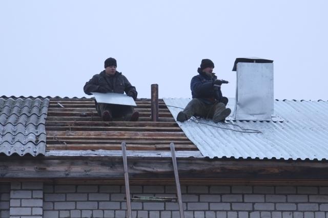 В больнице люди сами отремонтировали крышу.