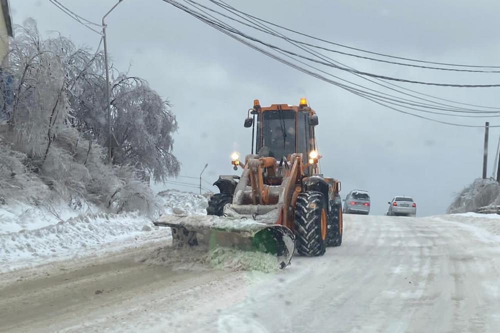 На дорогах образовался ледяной накат.