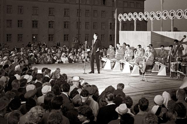 31.07.1962. Певец из Азербайджана Муслим Магомаев в дни VIII Всемирного фестиваля молодежи и студентов в Хельсинки