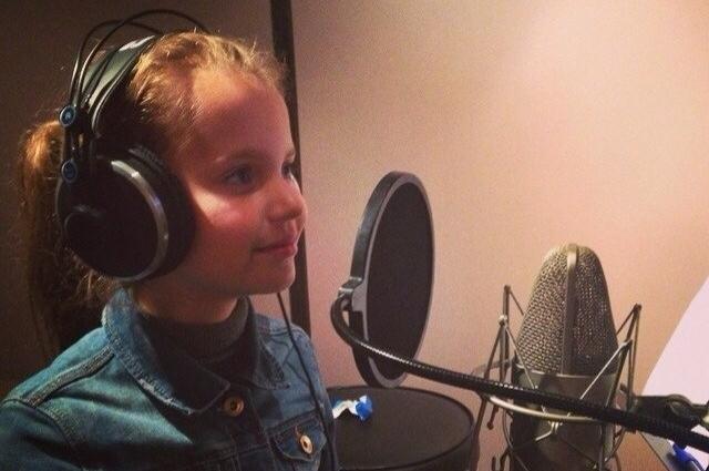 В Москве Алиса записала песню для конкурса