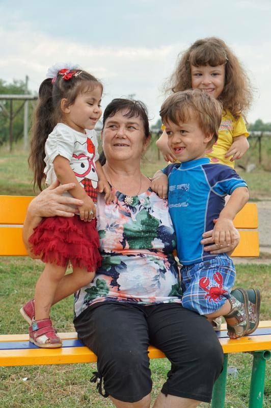 Наталья Клименко с малышами.