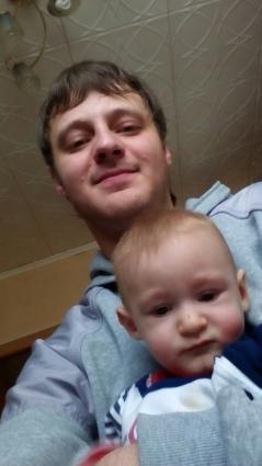 Василий Хондеров один растит 10-месячного сына.