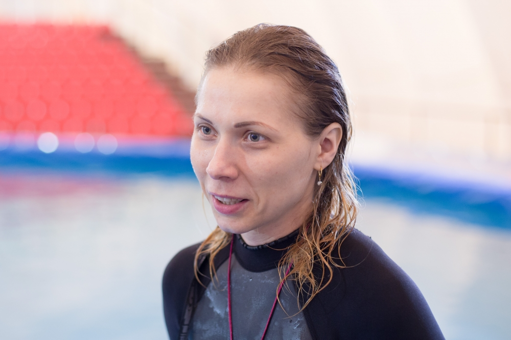 Дарья Звягинцева работает с дельфинами уже 17 лет.