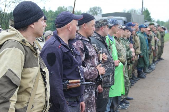 В поисках пропавших в тайге участвую все: представители правоохранительных органов, волонтеры и местные жители.