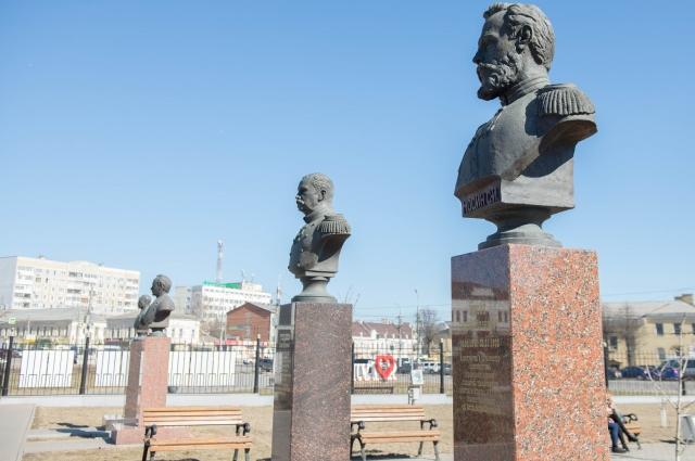 Аллея оружейников возле Тульского музея оружия.