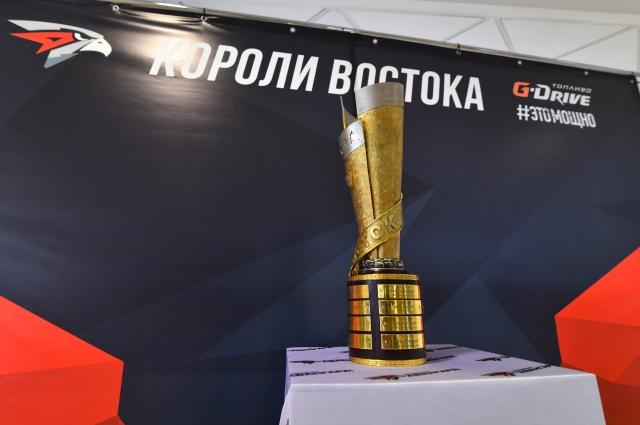 Кубок Востока выставлен в школе