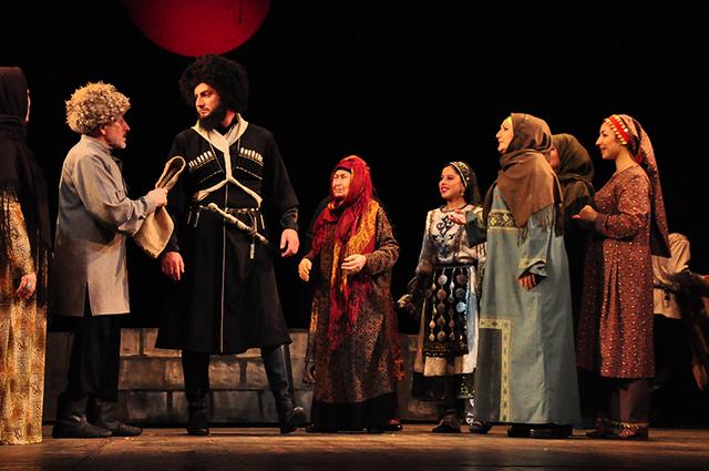 Действие спектакля «Выше гор» («Лаьмнел лекха») основано на народных преданиях, легендах и фактах из истории чеченского народа.