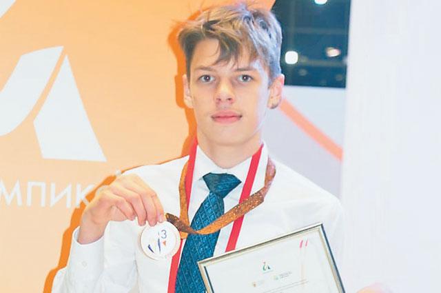 Алексей Смирнов впервые принял участие вчемпионате исразу же взял бронзовую медаль. Юноша очень доволен– ещё год назад он ине думал обучастии вконкурсах.