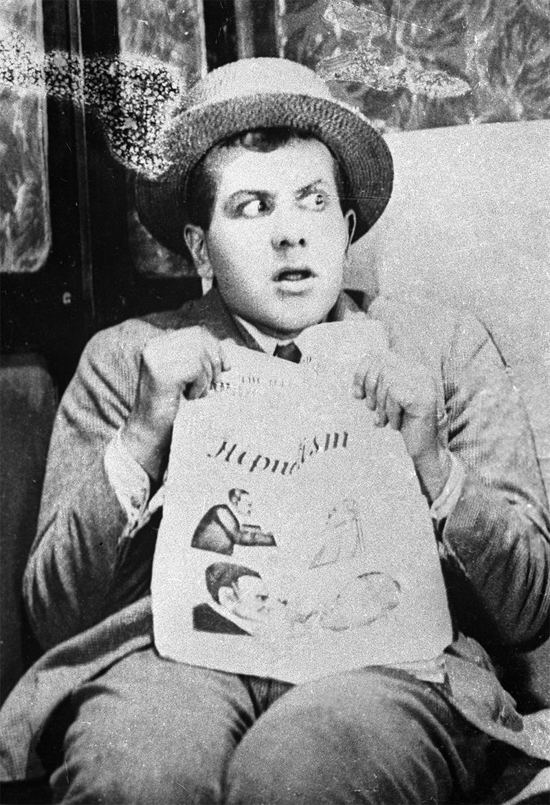Актер Игорь Ильинский вкинофильме режиссера Федора Оцепа «Мисс Менд».  1926 год.