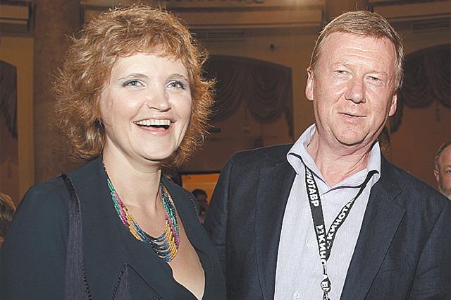 Анатолий Чубайс с 3-ей супругой - режиссёром, телеведущей Авдотьей Смирновой