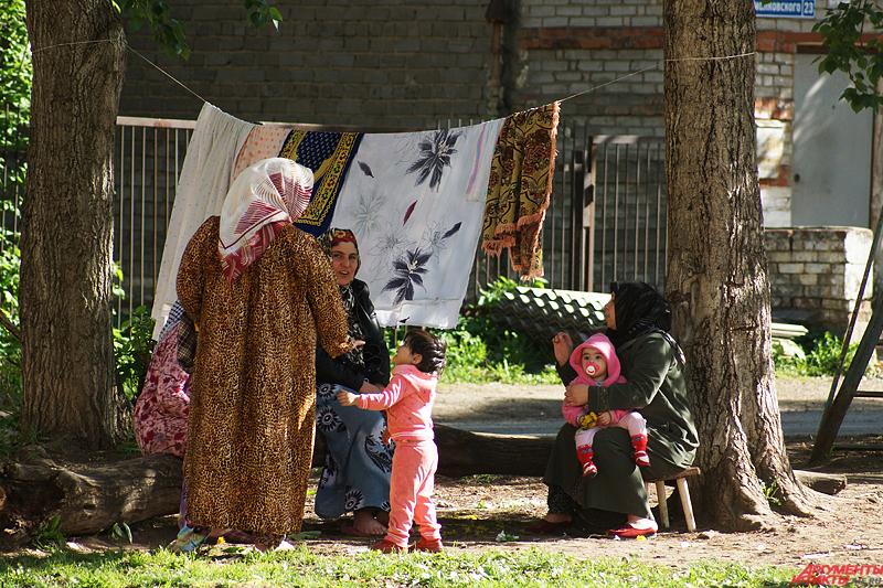 По заверениям жильцов, в соседние пустые дома заселились мигранты