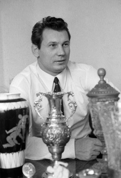 Заслуженный мастер спорта СССР, чемпион мира по вольной борьбе Александр Медведь. 1971 год.