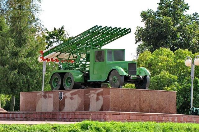 Гвардейский миномет установлен на грузовике ЗИС-6
