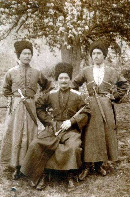 Казак Трепачко, двоюродный дед по женской линии, служил в царском конвое, эмигрировал в Канаду, где осело много казаков.