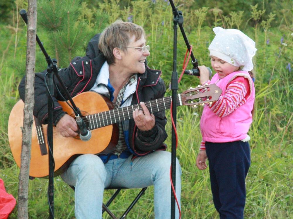 Валентина Михайлова уже несколько лет организует известный на всю область фестиваль бардовской песни.