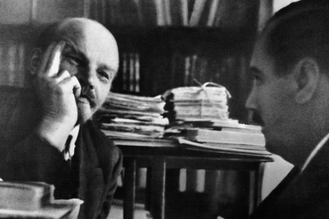 Владимир Ленин встретился в Кремле с писателем Гербертом Уэллсом
