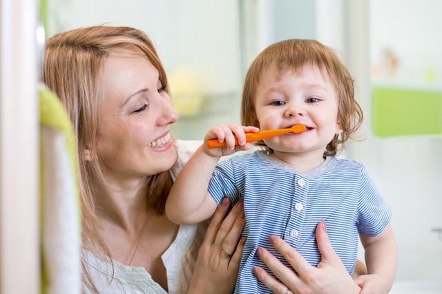 Для ребенка нужна специальная зубная паста.