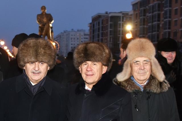 В церемонии открытия монумента участвовали Премьер-министр Турции Бинали Йылдырым, президент РТ Рустам Минниханов, госсоветник Минтимер Шаймиев.