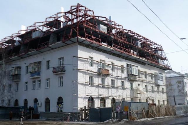 Мансарду дома № 24 по улице Калининградской в Челябинске должны были надстроить ещё два года назад.