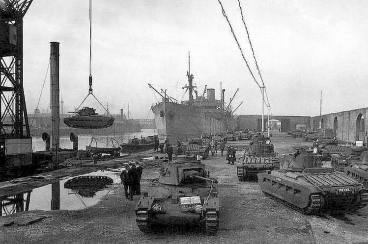 Разгрузка кораблей союзников