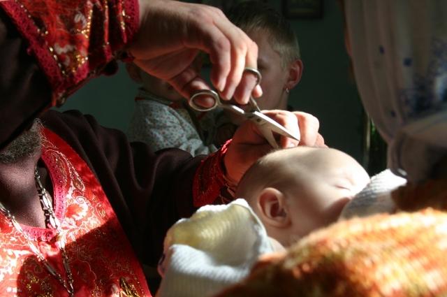Крестить ребенка лучше в младенчестве.