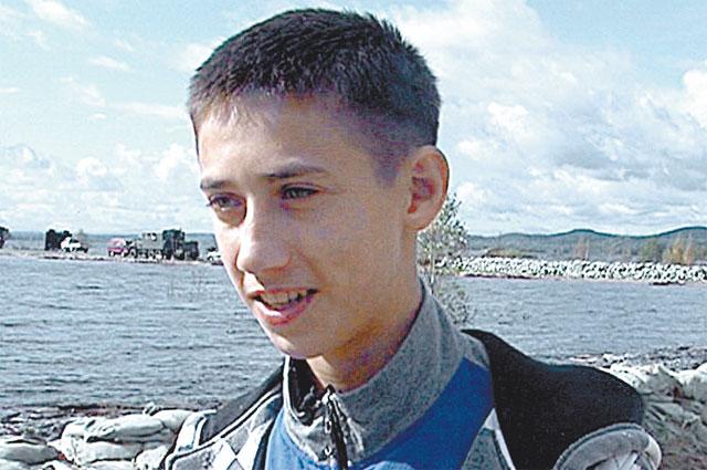 Саша АлемасовСаша наравне с мужиками работал на дамбе, спасал родной город
