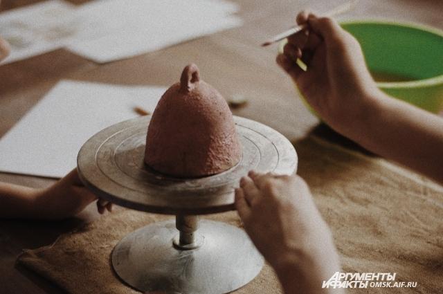 Художник уверена - из керамики можно сделать всё что угодно.
