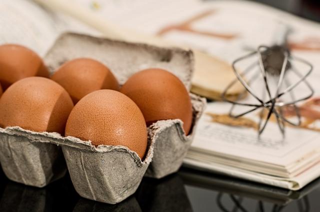 Яйца для этого блюда лучше варить 10-15 минут.