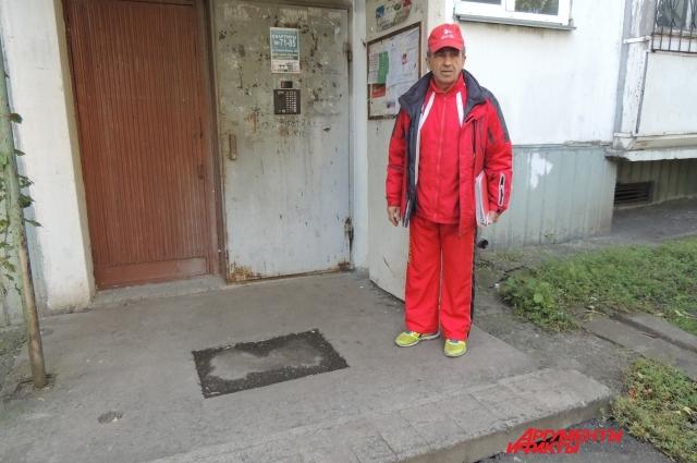 Виктор Жильцов — единственный, кто бьется за уютную жизнь для ветерана.