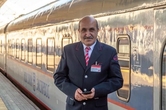 Фирменный поезд «Невский экспресс» подрывали дважды – в 2007 и 2009 годах. Проводник Мохубат Вакил оглы Гаджиев – один из тех, кто оба раза оказывался жертвой этих терактов.