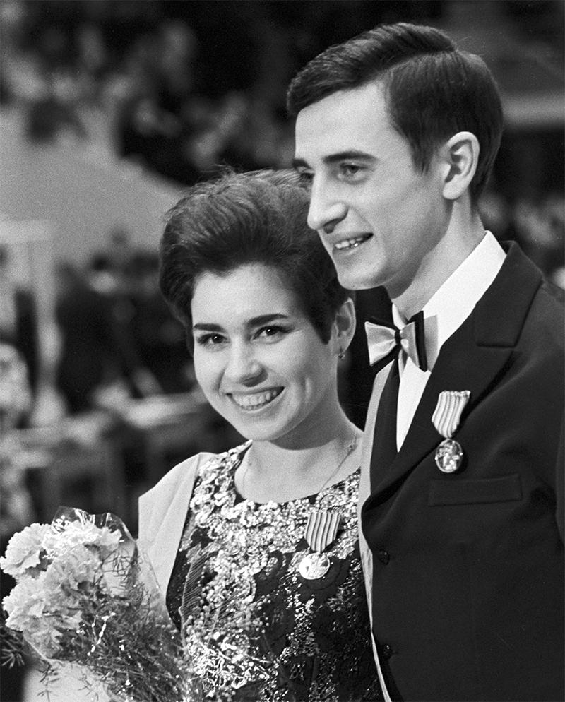 Чемпионы Европы по фигурному катанию (спортивные танцы) 1970 года Людмила Пахомова и Александр Горшков.