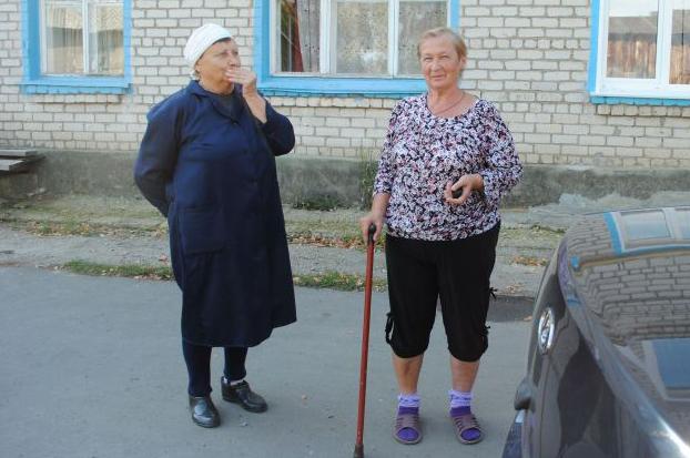 Жительницы Цемзавода Людмила Ивановна Окутина и Татьяна Григорьевна Юдина всегда с нами на связи.