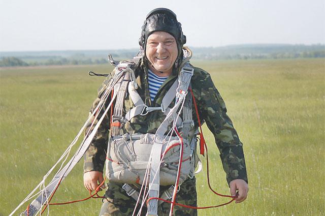 Свой крайний, как говорят военные, 174-й по счёту прыжок Шаманов совершил в ранге командующего ВДВ.