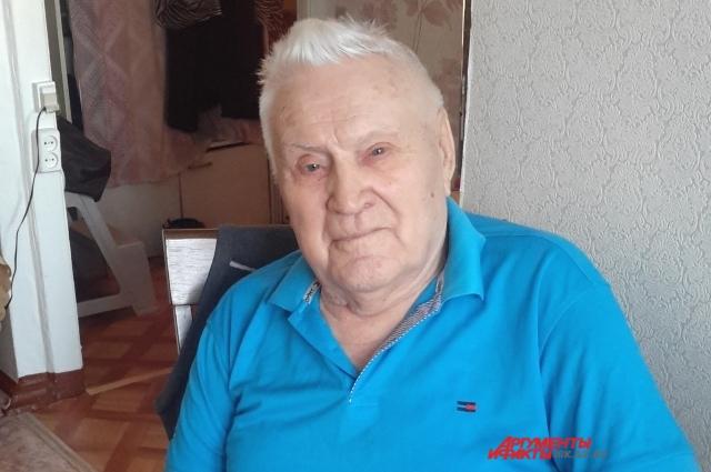 Николай Фёдорович данилов сам читает «АиФ» и соседей просвещает.