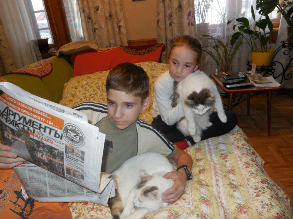 Всем интересна газета «Аргументы и Факты» – и мне, и Ане, и кошкам Глаше и Варе.