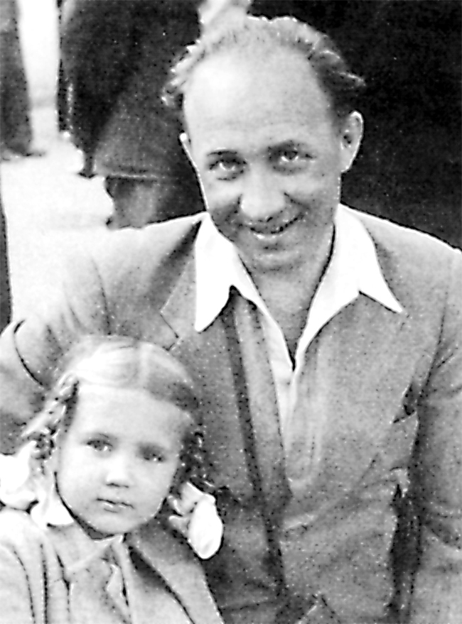 Лариса Васильева (Кучеренко) с отцом.
