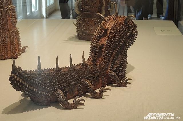 Художник покрывает свои скульптуры многочисленными шипами.