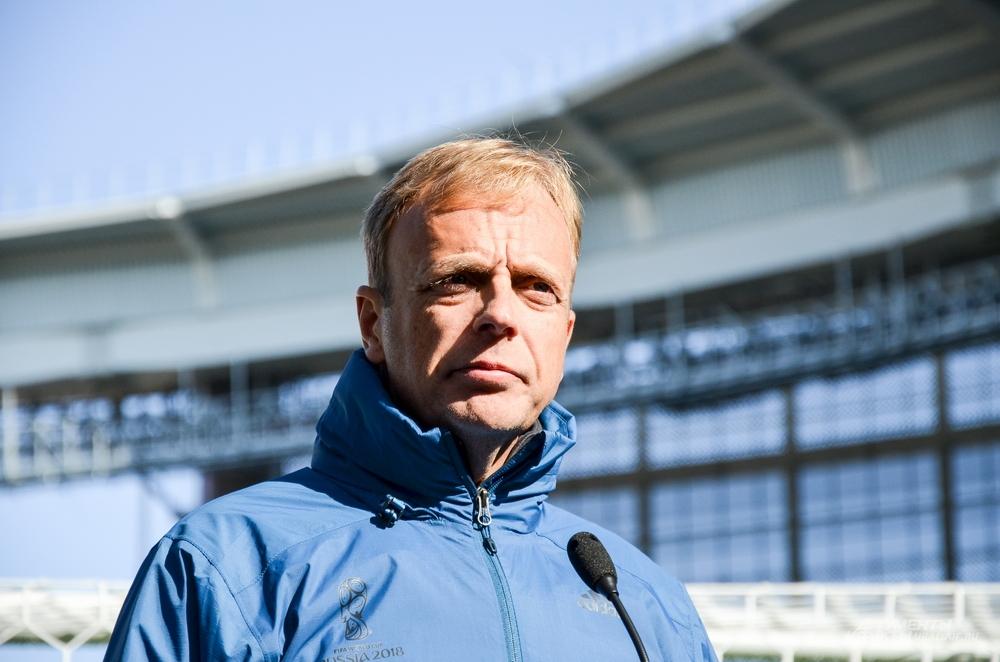 Директор департамента FIFA  по проведению соревнований и мероприятий Колин Смит.