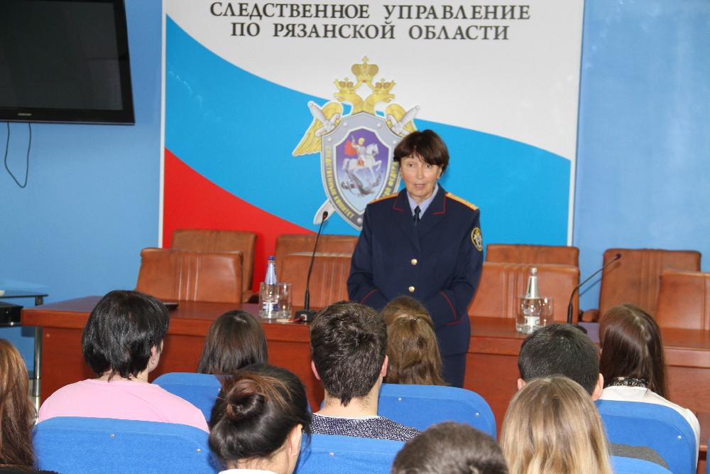 Надежда Вершило рассказала студентам об общественных помощниках СК.