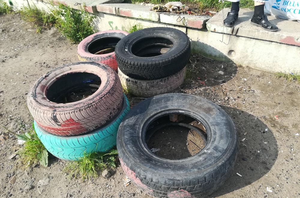 Старые шины не украшение берега