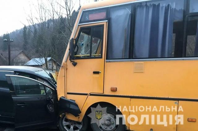 ДТП со школьным автобусом едва не угробило троих детей