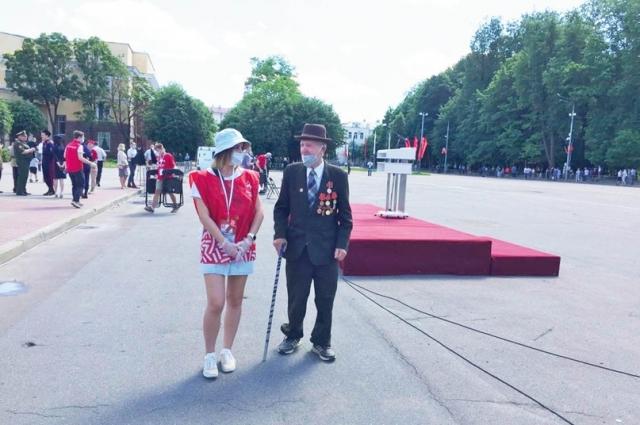 Ребята помогали во время проведения Парада Победы в Смоленске.