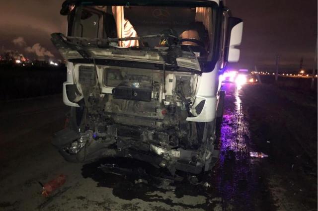 Автомобили столкнулись лоб в лоб.